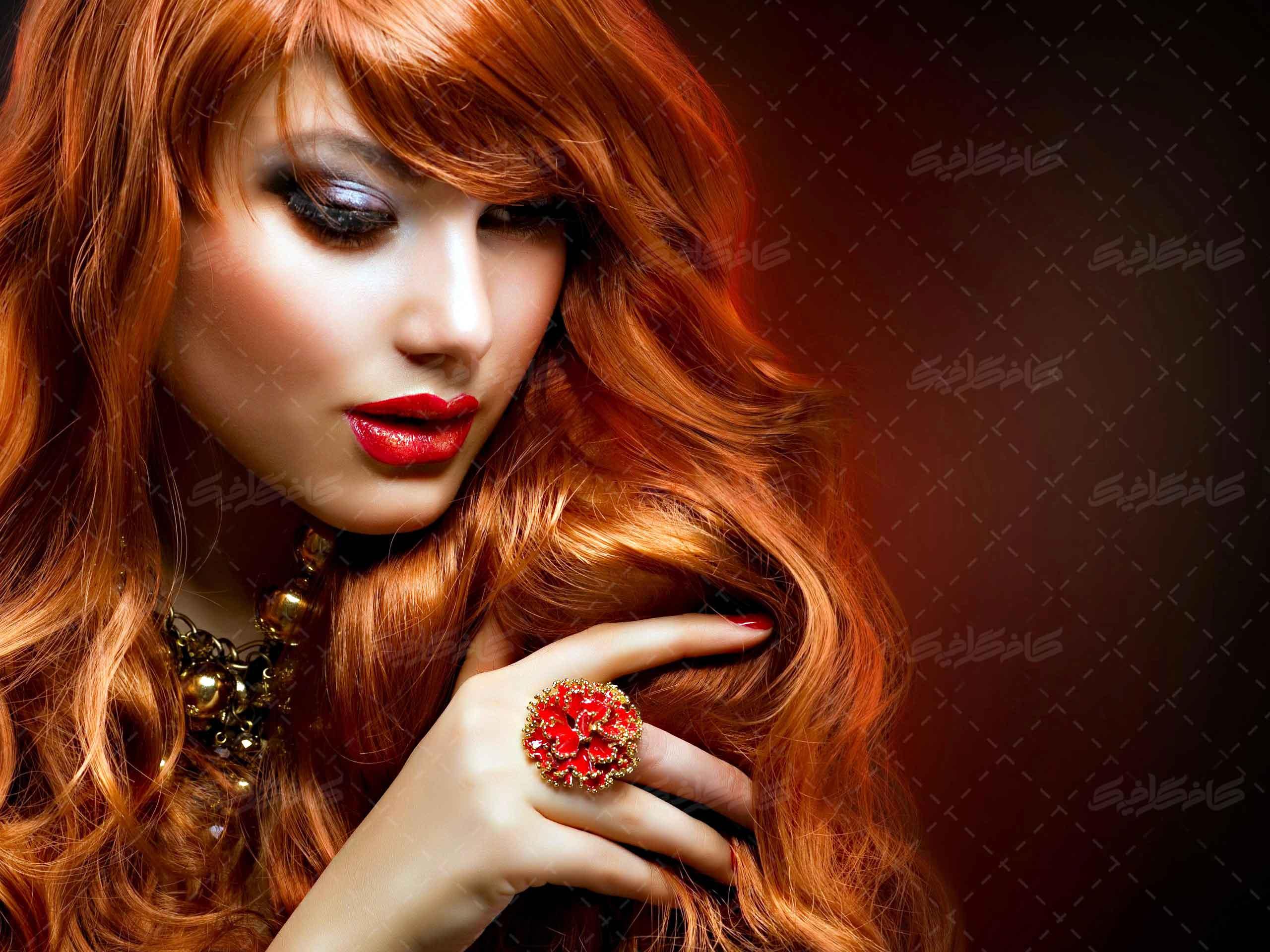 تصویر استوک زن مو قرمز