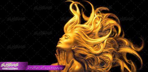 تصویر با کیفیت زن با موهای پریشان طلایی