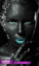 تصویر استوک بانوی با لب های الماسی سبز